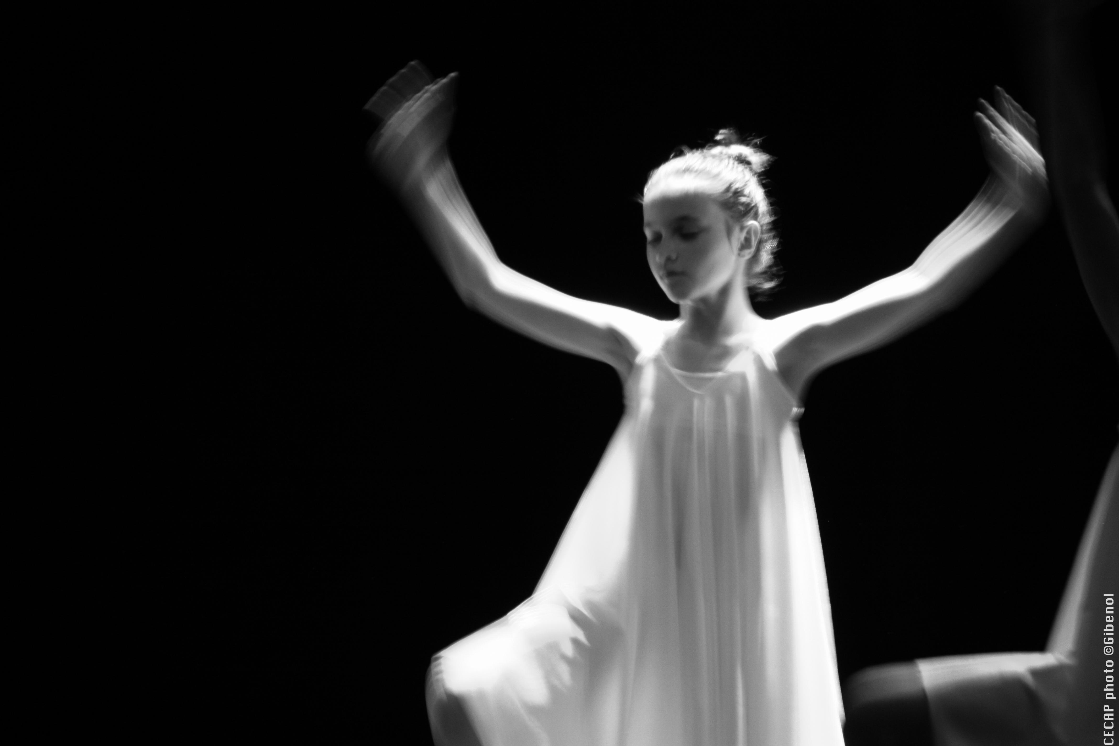 Jeune fille en train de dansée - Spectacle de danse du CECAP Lorient